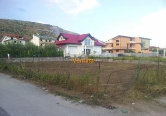 Terreno edificabile con doppio fronte strada